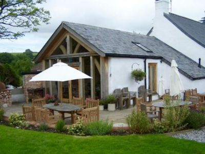 A38 Village inn and country dog walk, Devon - Driving with Dogs