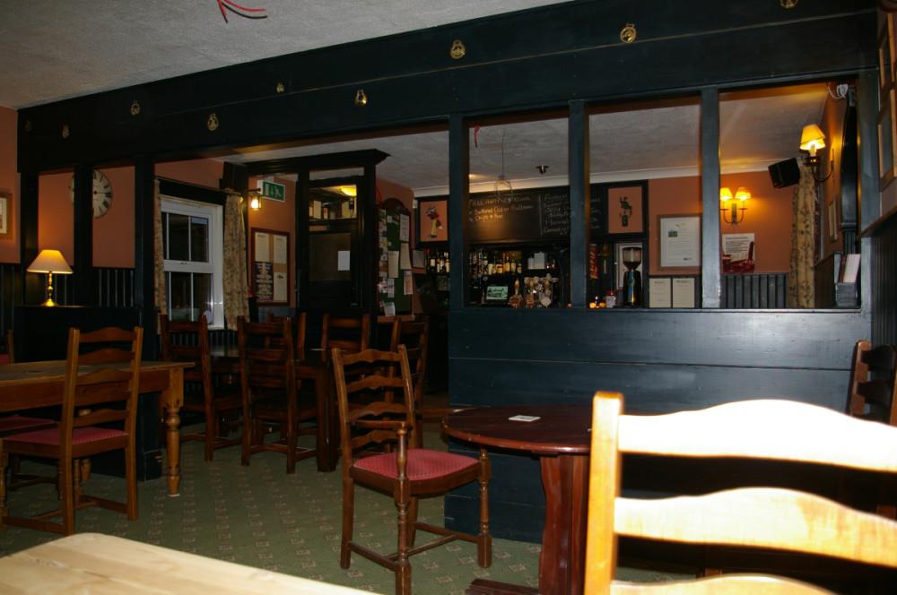 M4 Junction 17 dog-friendly dining pub, Wiltshire - Wiltshire dog friendly pub and dog walk