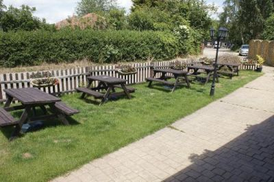 Dog-friendly pub near Manningtree, Essex - Driving with Dogs