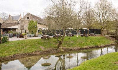 Dog-friendly inn with B&B and a short dog walk near Chippenham, Wiltshire - Driving with Dogs