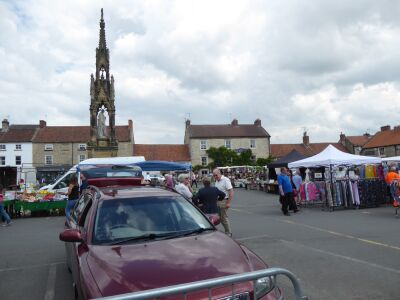 Market town with dog walks and dog-friendly cafes, North Yorkshire - Driving with Dogs