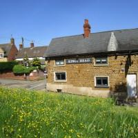 Very nice dog-friendly pub, coffees and dog walk, Northamptonshire - Dog walks in Northamptonshire