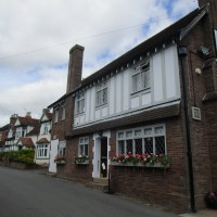 M40 Junction 15 dog friendly pub/cafe and dog walk, Warwickshire - Doggiestop walk and dog-friendly pub near the M40