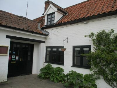 A148 stylish and dog-friendly village pub on the green, Norfolk - Driving with Dogs