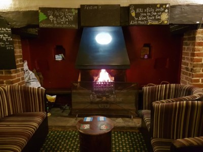 Dog walk and dog-friendly pubs near the A1, Hertfordshire - Driving with Dogs
