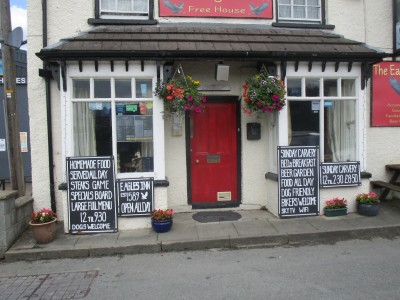 A470 Rhayader dog-friendly pub, Wales - Driving with Dogs