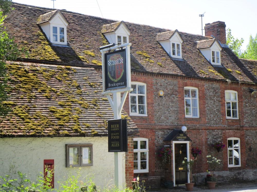 A329 dog walk and dog-friendly pub near Wallingford, Oxfordshire - Oxfordshire dog-friendly pub and dog walk
