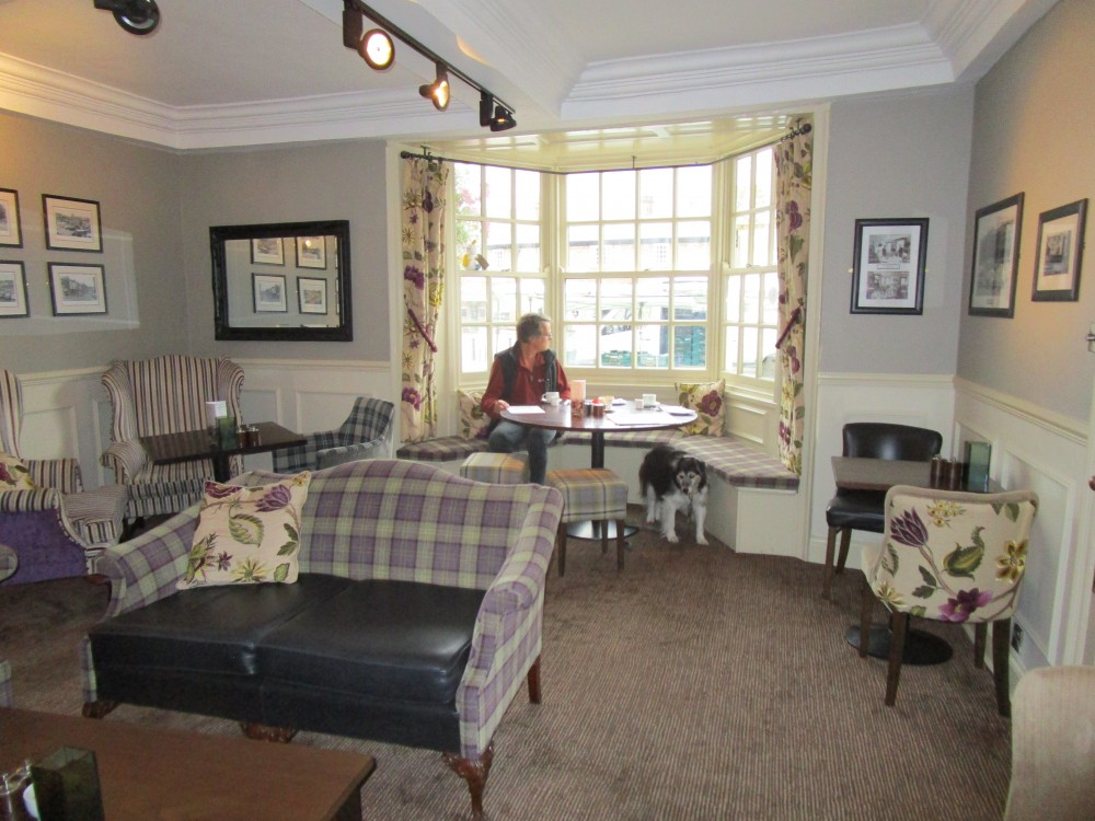 Market Square dog-friendly hotel and bar, North Yorkshire - Yorkshire dog-friendly pub and dog walk