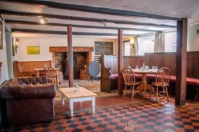 Iconic dog-friendly pub with amazing food, Suffolk - Driving with Dogs