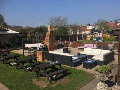 Traditional dog-friendly pub and woodland walk, Essex - Driving with Dogs