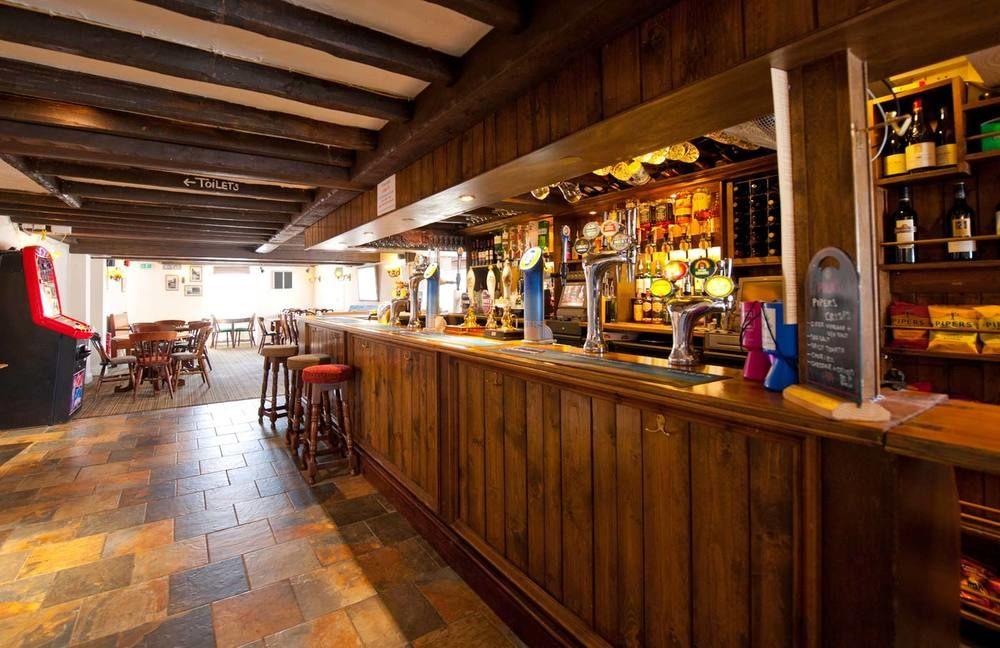 A361 dog-friendly pub near Barnstaple, Devon - Devon dog-friendly pub and dog walk