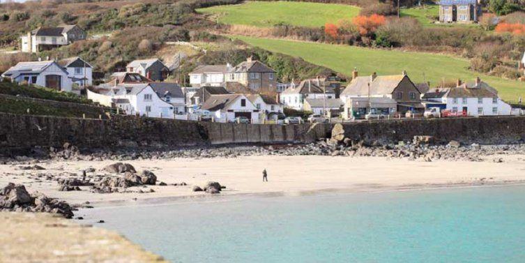 Coverack dog-friendly beach and dog walk, Cornwall - Dog-friendly beach in Cornwall
