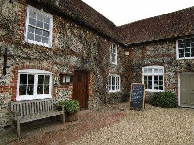 A286 South Downs dog walk and dog-friendly pub, West Sussex - Driving with Dogs