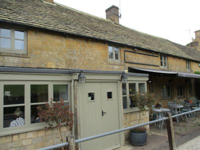 Dog-friendly village pub and dog walk, Gloucestershire - Driving with Dogs