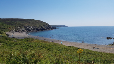 Kennack Sands East dog-friendly beach, Cornwall - Driving with Dogs