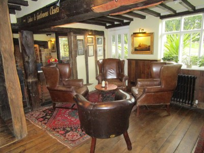 A26 High Weald dog walk and dog-friendly pub, East Sussex - Driving with Dogs