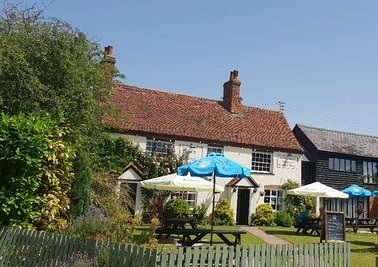 Quiet country pub and dog walk, Suffolk - Driving with Dogs