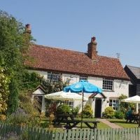 Quiet country pub and dog walk, Suffolk - Suffolk dog-friendly pub and dog walk