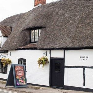 Historic waterside inn with dog walk, Oxfordshire - Dog-friendly pub and dog walk Oxfordshire.jpg