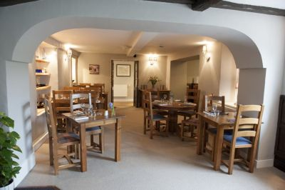 Dog walk and dog-friendly inn near Kirkby Lonsdale, Cumbria - Driving with Dogs