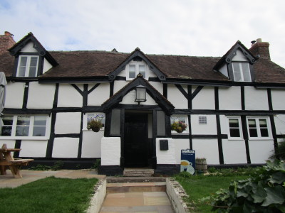 A49 dog walk and pub just north of Leominster, Herefordshire - Driving with Dogs