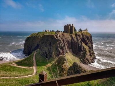 A90 Dunnotter Castle and Cliff top War memorial walk, Scotland - Driving with Dogs