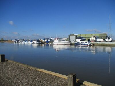 A143 Waterside dog-friendly inn on the Broads, Norfolk - Driving with Dogs