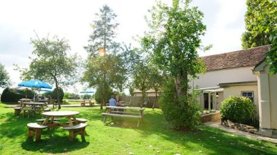 A1 dog-friendly pub and dog walk, Bedfordshire - Driving with Dogs
