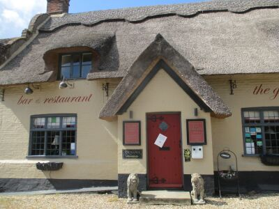 Traditional thatched country pub with garden, Norfolk - Driving with Dogs