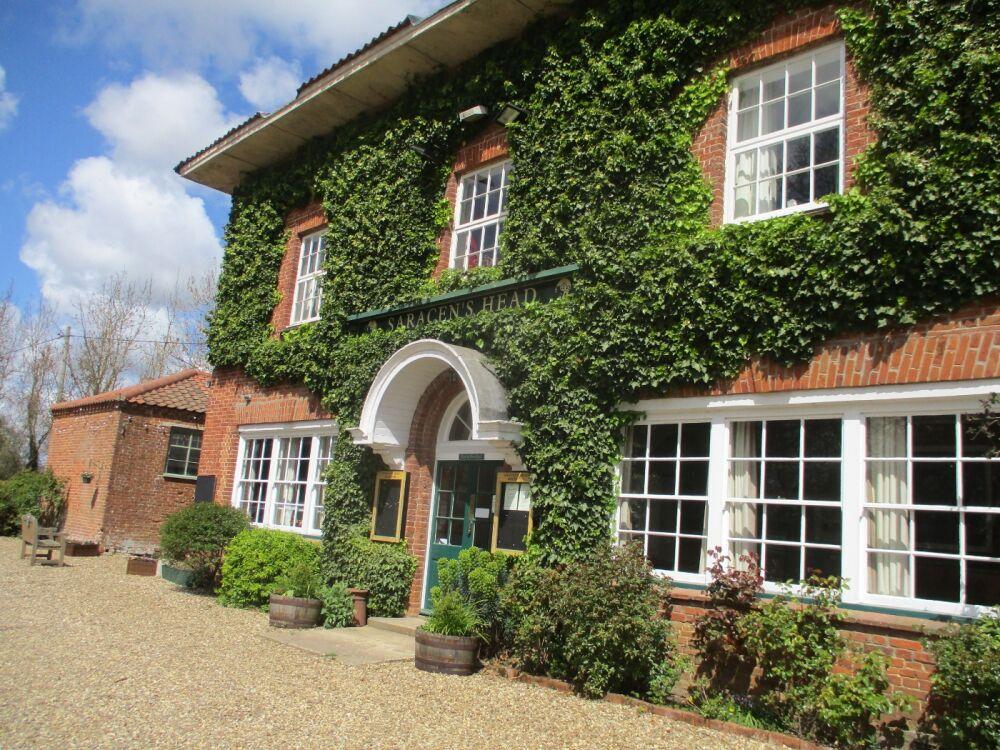 Elegant dog walks and a very fine inn with dog-friendly B&B, Norfolk - Dog-friendly pub and dog walk near Aylsham