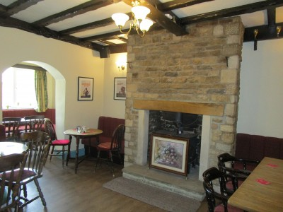 Great dog walk and dog-friendly pub near Maidwell, Northamptonshire - Driving with Dogs