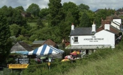 Dog-friendly pub offering good home-cooked grub, Buckinghamshire - Driving with Dogs