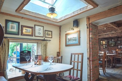A360 dog walk and dog-friendly country inn near Salisbury, Wiltshire - Driving with Dogs