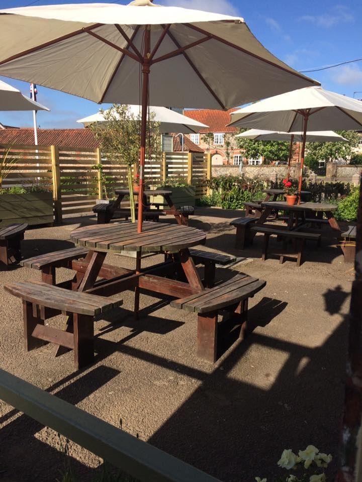 A149 Dog-friendly pub with B&B in Lord Nelson's birth town, Norfolk - Dog-friendly pub and dog walk near Wells Next the Sea
