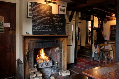 A4 dog-friendly pub and dog walk near Maidenhead, Berkshire - Driving with Dogs