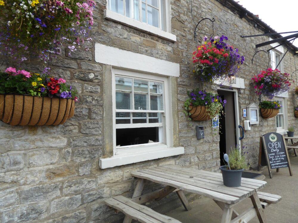 Moorland dog walk and dog-friendly pub, North Yorkshire - Yorkshire dog-friendly pubs