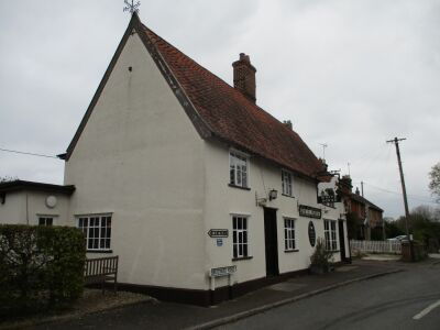 Traditional dog-friendly village inn near Saxmundham, Suffolk - Driving with Dogs