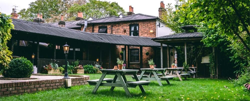 A404 dog friendly pub and dog walk near Maidenhead, Berkshire - Berkshire dog walk and dog friendly pub